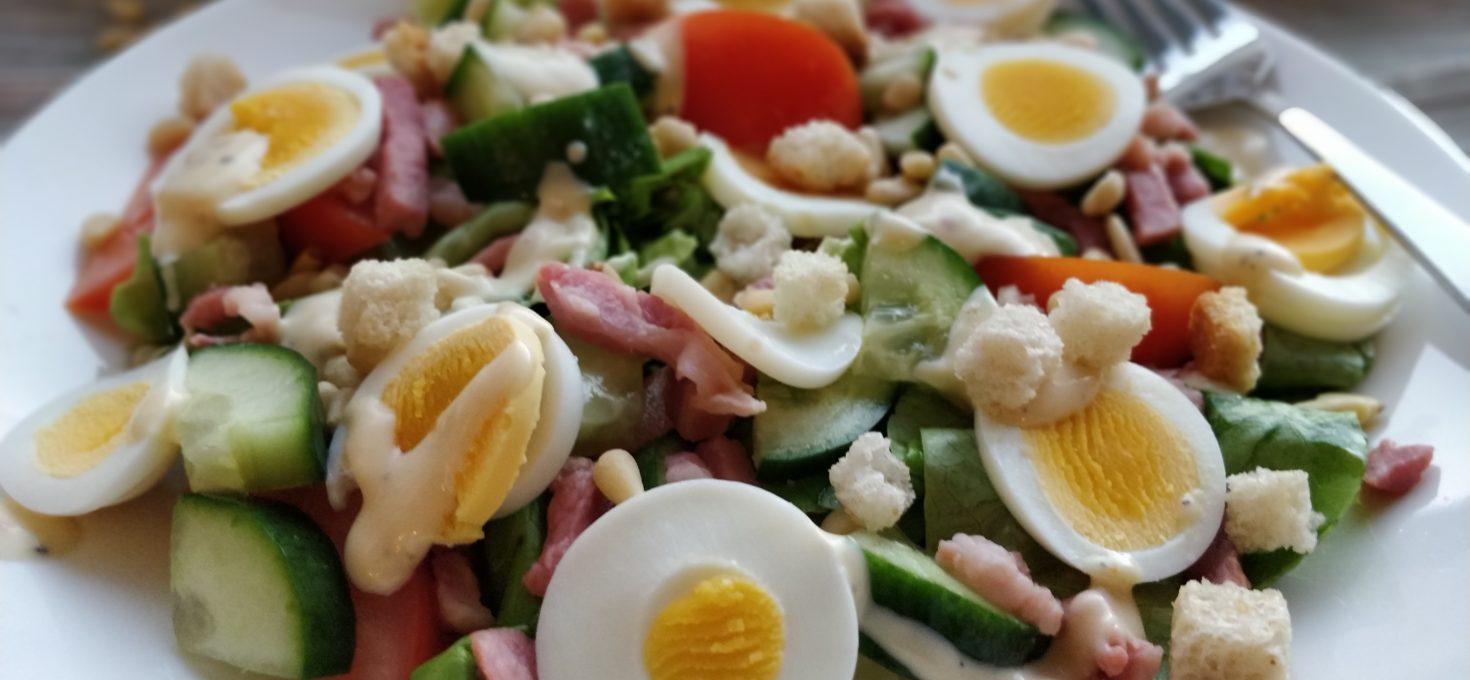Salade met spekjes en citroendressing